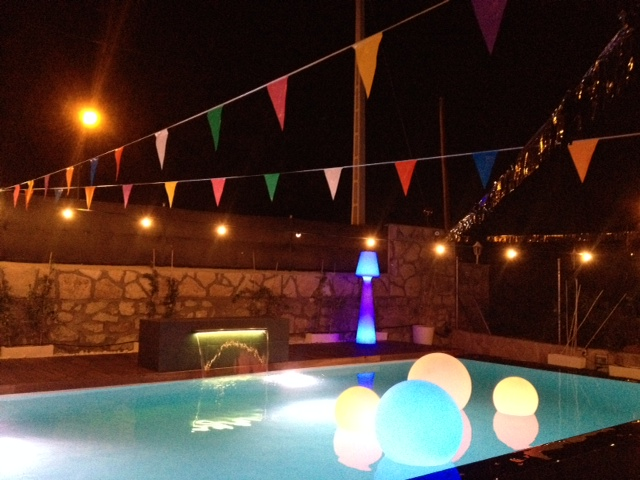 alquiler mobiliario eventos_chill out_fiesta mini_esferas piscina_mobiliario led_1