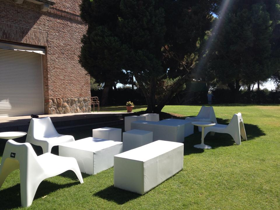 Mobiliario chill out alquiler muebles eventos - Muebles chill out ...