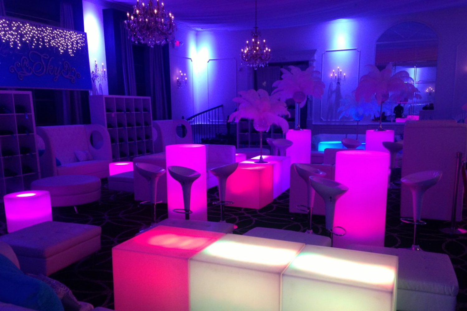 Alquiler muebles led la tendencia del momento blog ame for Mobiliario para bar